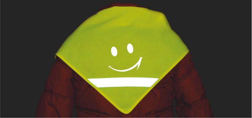 Reflexní šátek s reflexním potiskem - ukázka odlesku šátku