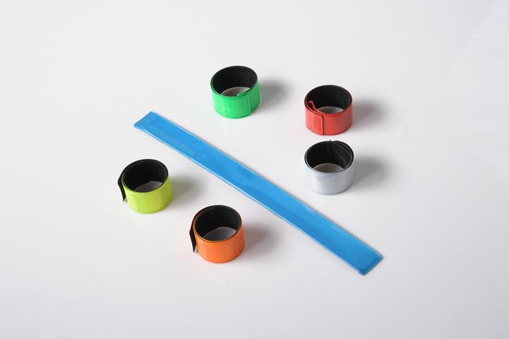 Reflexní pásky s potiskem podle Vás